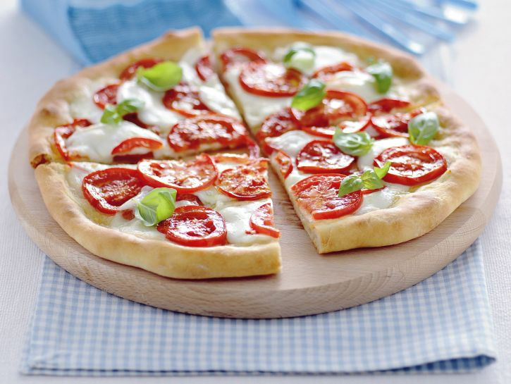 pizza-margherita-con-bufala-e-pomodoro-fresco