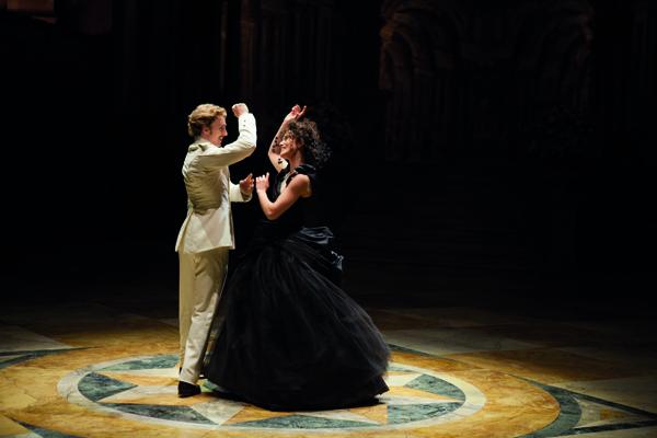 Keira Knightley e Aaron Johnson in Anna Karenina, al cinema dal 21 febbraio 2013