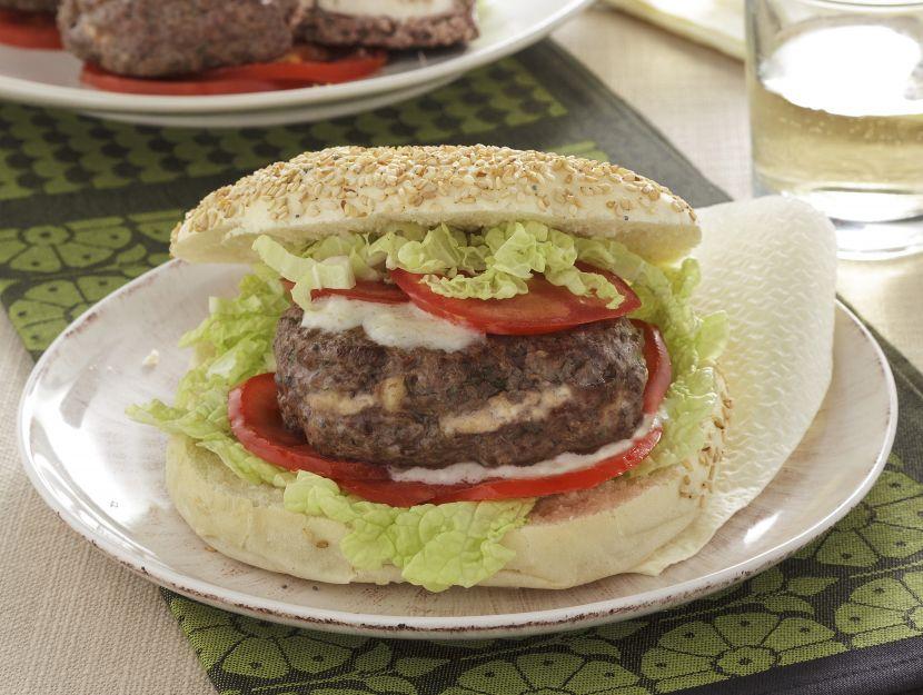 hamburger-con-pane-arabo-e-cavolo-cinese preparazione