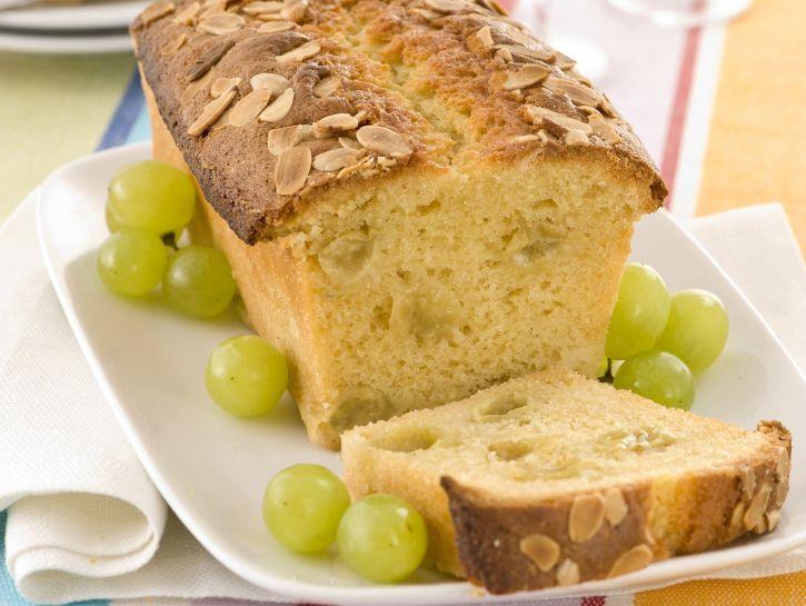 Plumcake senza burro con uva e mandorle