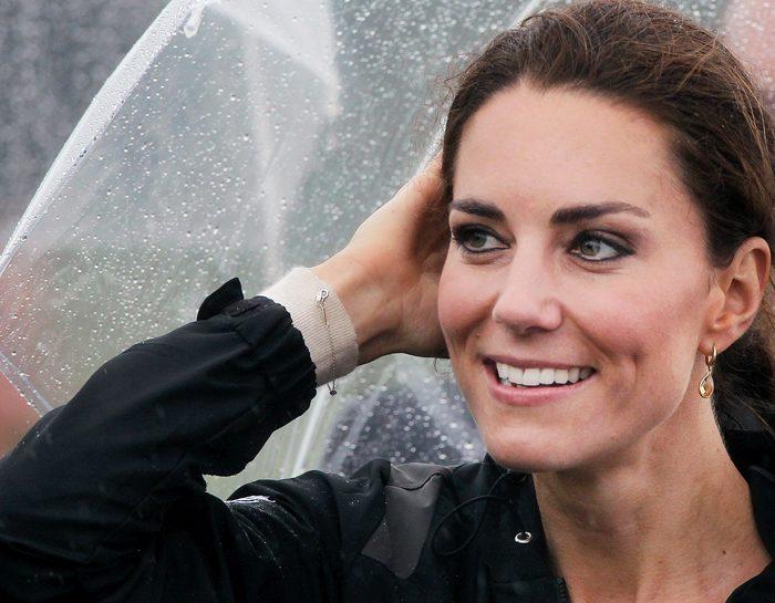 L'eleganza di Kate Middleton: foto sotto la pioggia