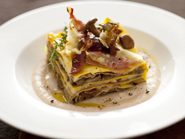 lasagne-ai-funghi-scamorza-e-speck-con-crema-di-cannellini ricetta
