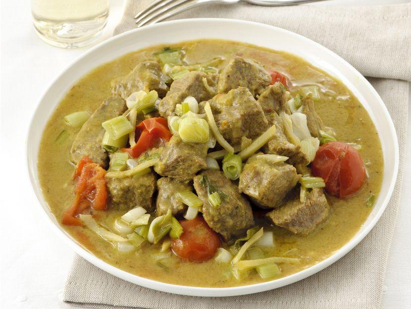 spezzatino-al-curry-con-porro-e-mela