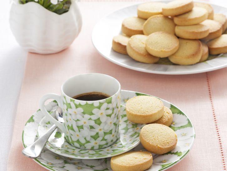 biscotti-friabili-con-i-tuorli-sodi preparazione