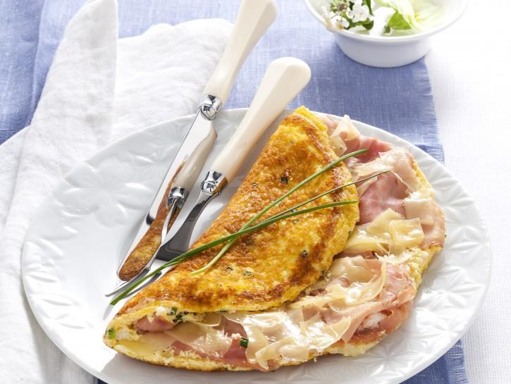 omelette-souffle-con-formaggio-e-prosciutto preparazione