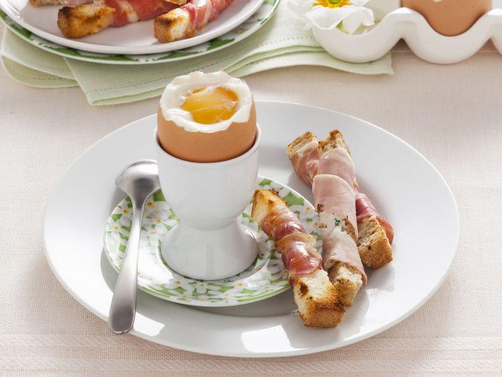 uova-alla-coque-con-bastoncini-affumicati preparazione