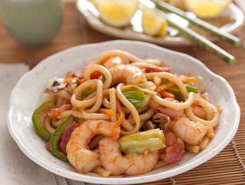 Noodles yakisoba con gamberi