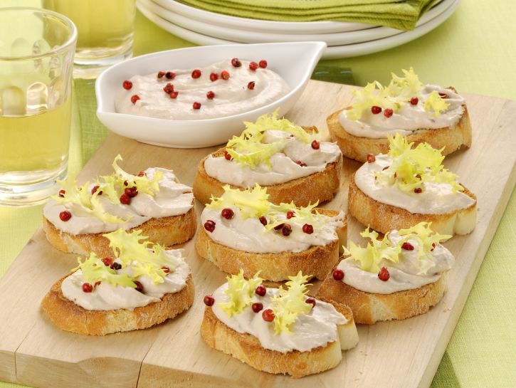 crostoni-di-pane-con-mousse-di-tonno