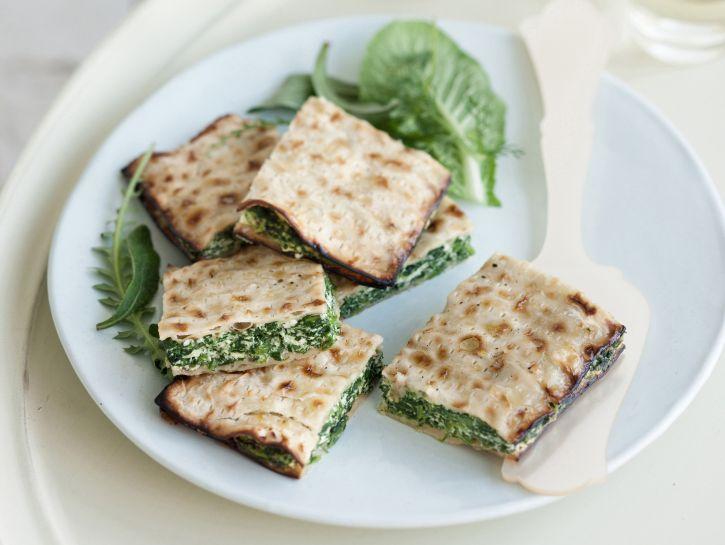 torta-di-pane-azzimo-con-rucola-radicchio-e-ortiche