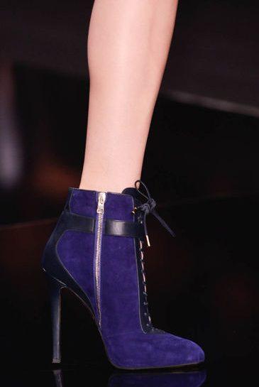 Elie Saab: stivali viola