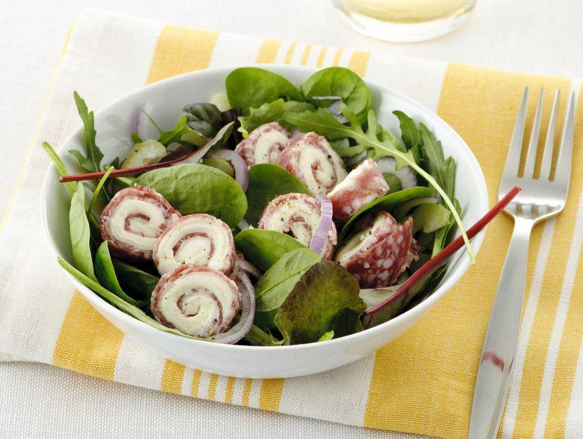 insalatona-sfiziosa-con-rondelle-di-salame