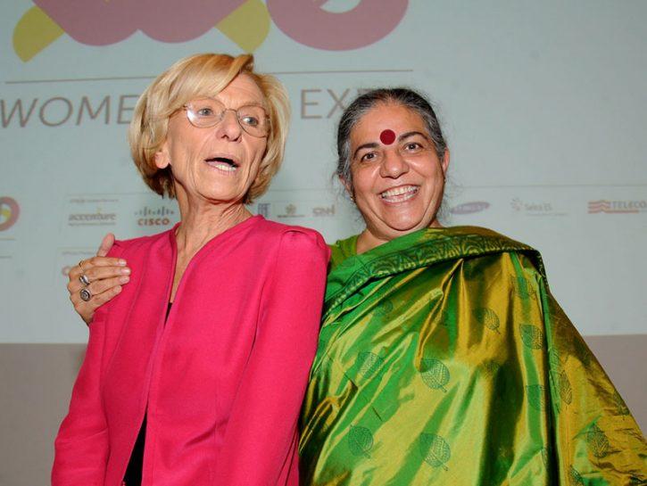 Il ministro Emma Bonino con Vandana Shiva, attivista e ambientalista indiana