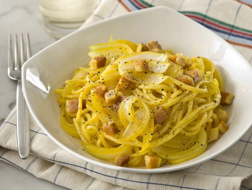 pasta-alla-chitarra-con-zafferano-e-pancetta