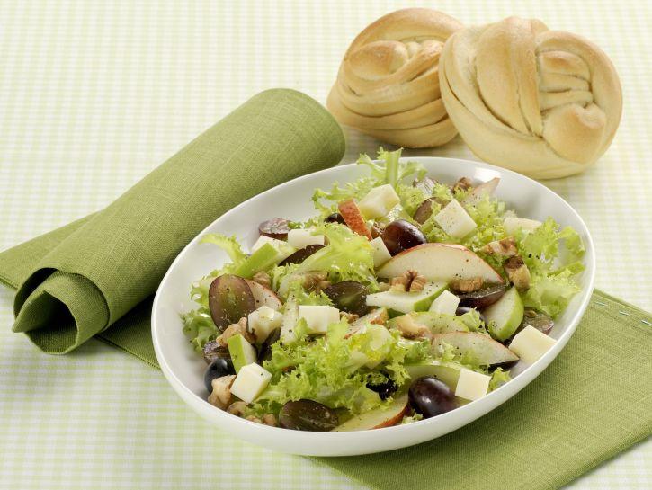 insalata-con-frutta-fresca-noci-e-pecorino