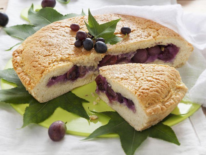 torta-farcita-con-uva-nera immagine