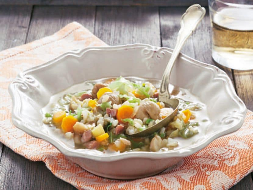 Minestrone di riso con verza e castagne