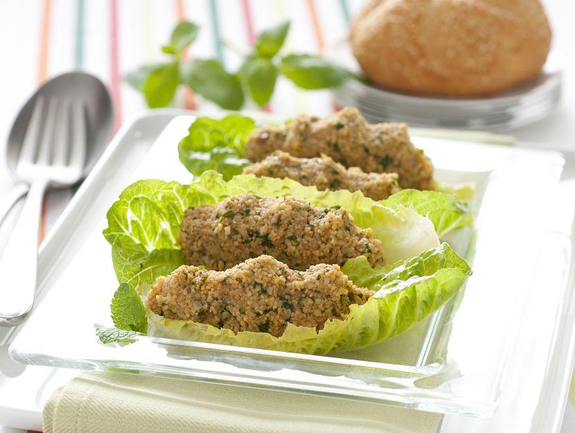 foglie-di-lattuga-romana-con-kisir immagine