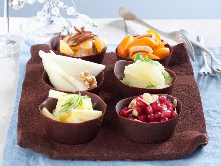 Vassoio al cioccolato con insalata di frutta