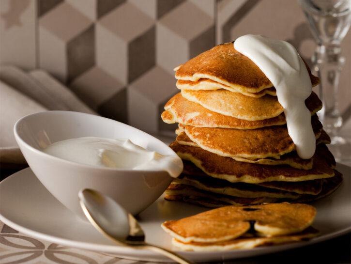 Pancakes alle prugne secche e cipolle