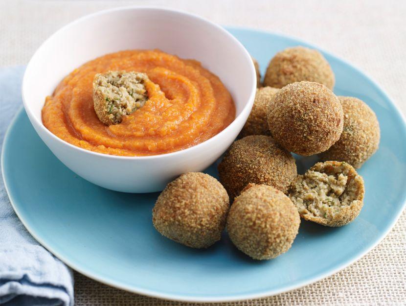 Polpette di lenticchie siciliane con salsa