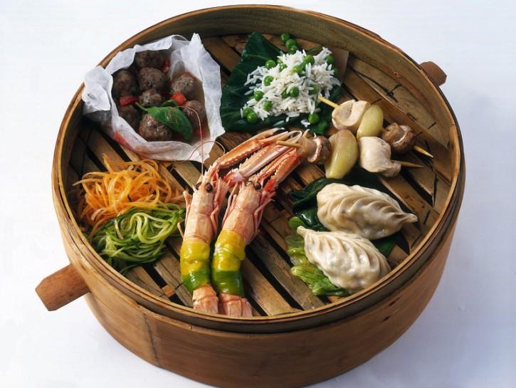 Verdure, pesce e carne al vapore all'orientale