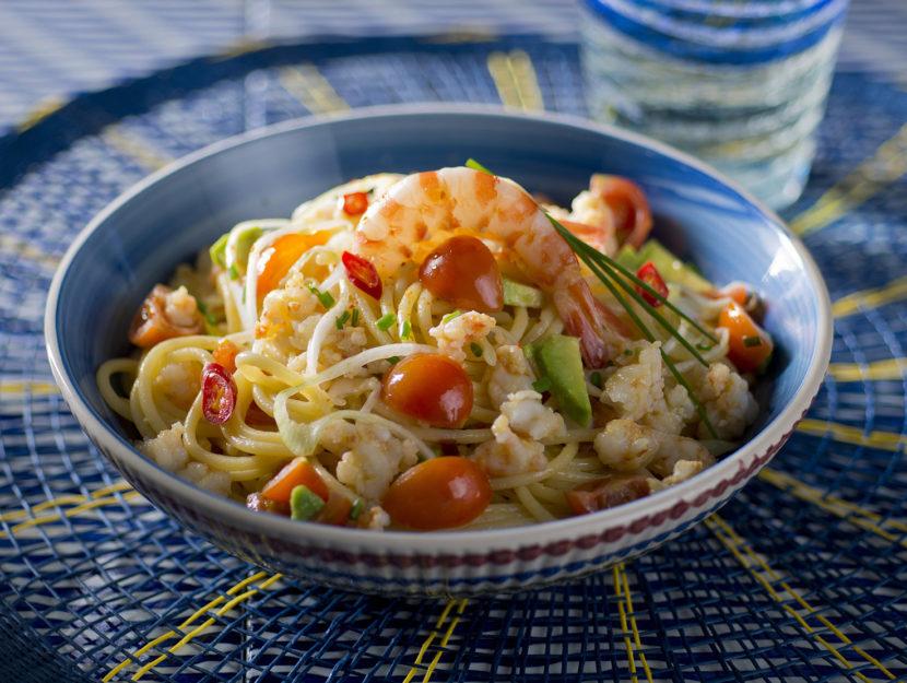 spaghetti-con-lavocado-e-la-tartara-scottata-di-gamberi