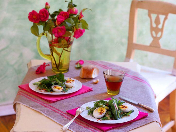 insalatina-con-uova-e-pane-dorato ricetta
