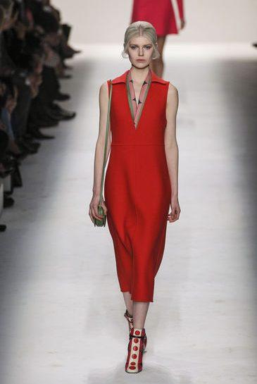 Valentino: rosso in passerella
