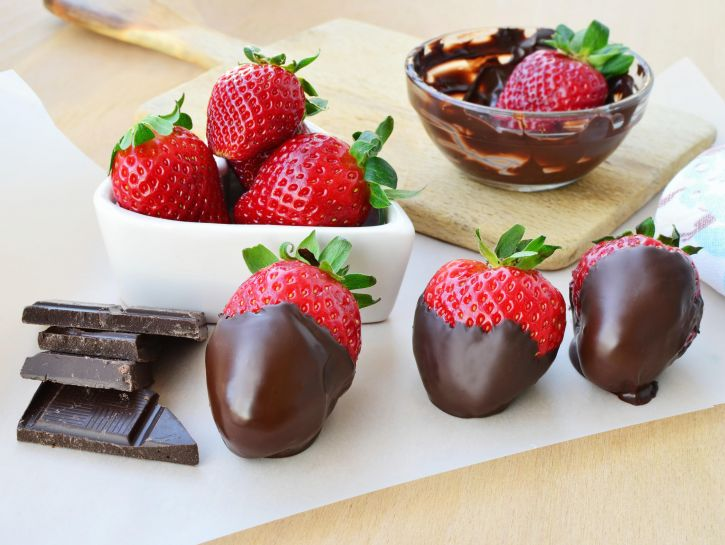 Fragole al cioccolato - Credits: Olycom