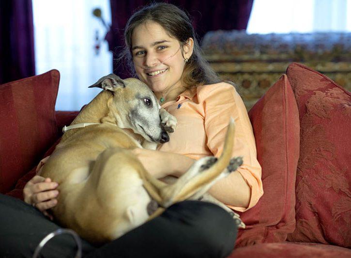 Caterina Simonsen con il suo cane