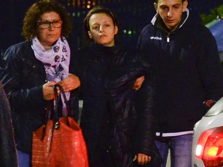 Loris: mamma esce da Questura, affranta e sorretta da marito