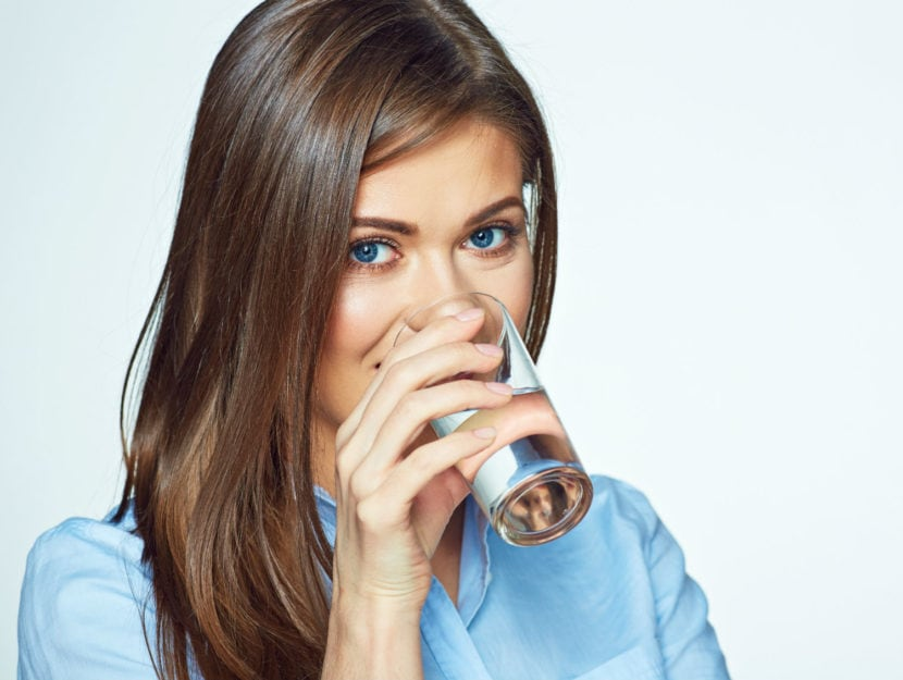 benefici del bere acqua