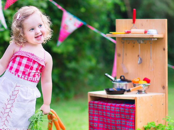 Cucina in miniaturaLa cucina Montessori è un luogo aperto a maschi e femmine, perché ognuno da no