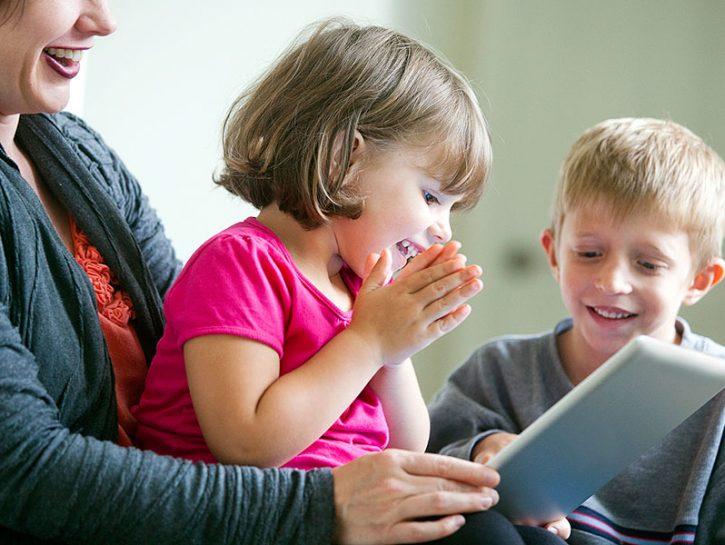 Internet è ormai alla portata di (quasi) tutti i bambini: a scuola, a casa, dagli amici e in quals
