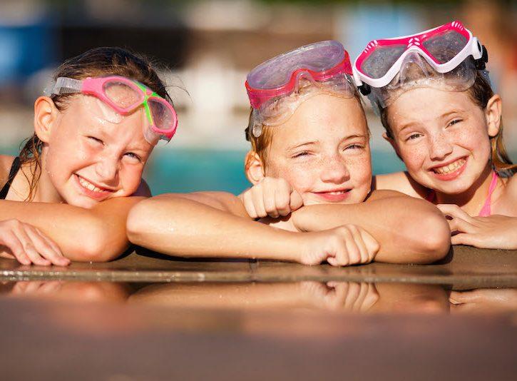 Bambini in piscina senza micosi