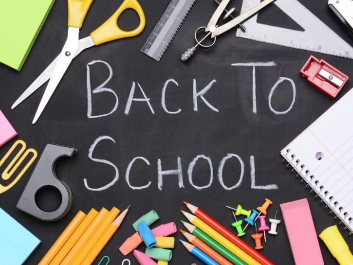 I cancelli delle scuole sono ancora chiusi, i compiti delle vacanze devono ancora essere terminati