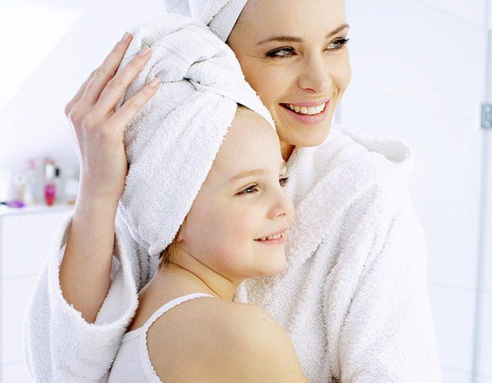 Madre e figlia allo specchio