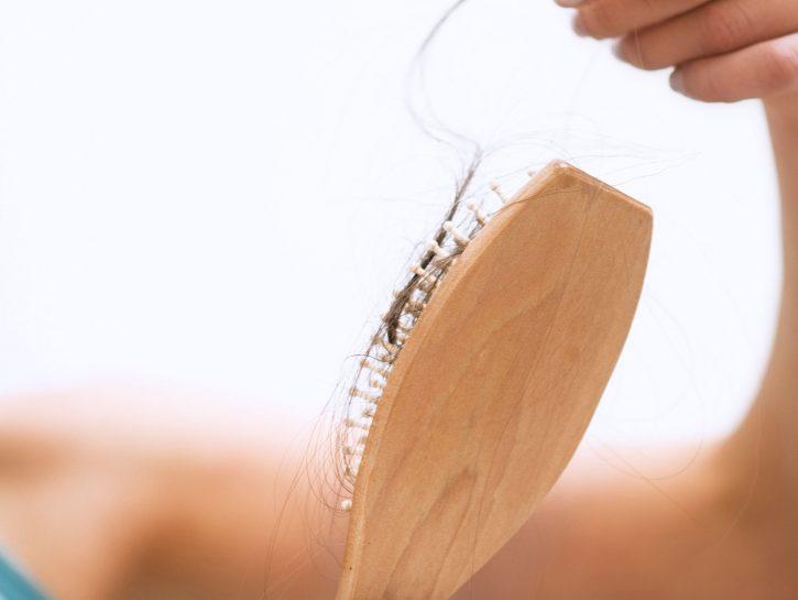 capelli che cadono