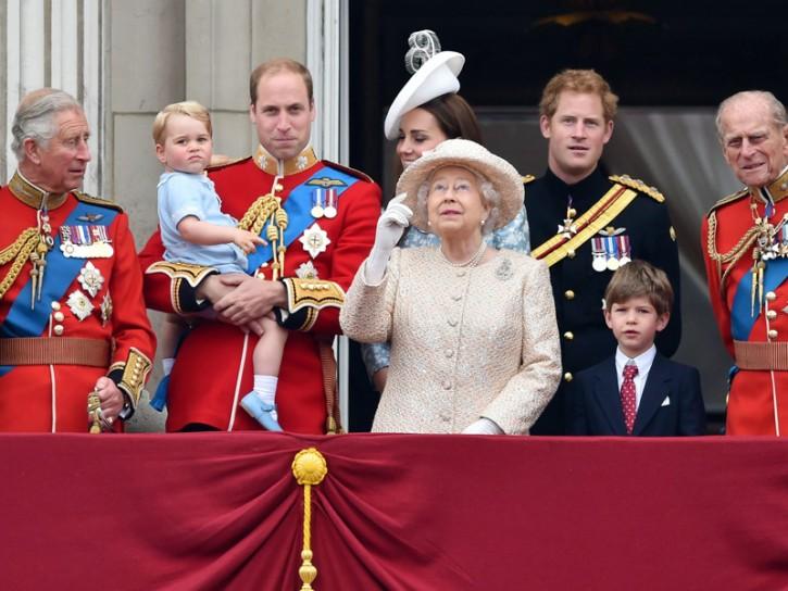 La Regina Elisabetta con la famiglia