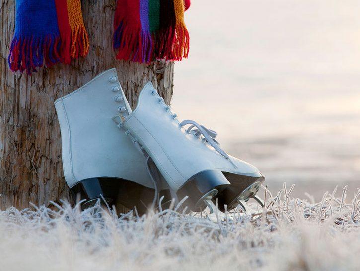 Il pattinaggio su ghiaccio nasce secoli fa come mezzo di trasporto che consentiva di utilizzare cana