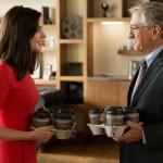 """Anne Hathaway e Robert De Niro nel film """"Lo stagista inaspettato"""""""