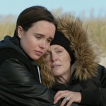 Ellen Page e Julianne Moore in una scena del film Freeheld