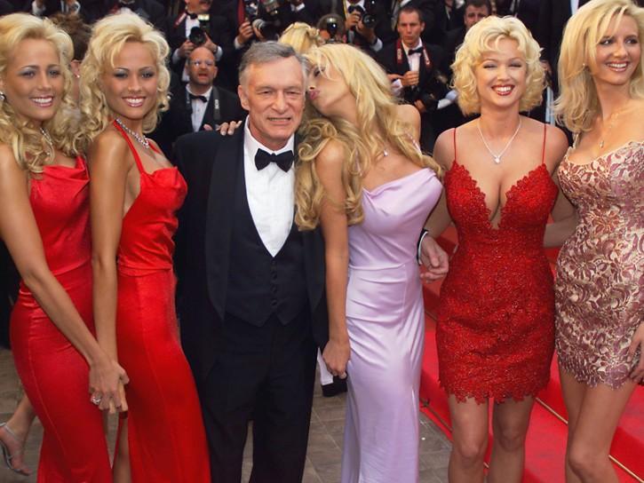 Hugh Hefner con alcune Playmate