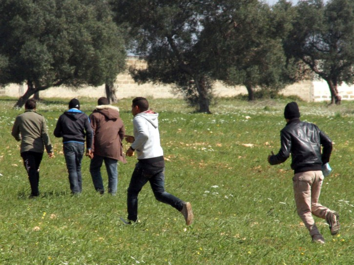 Migranti che fuggono