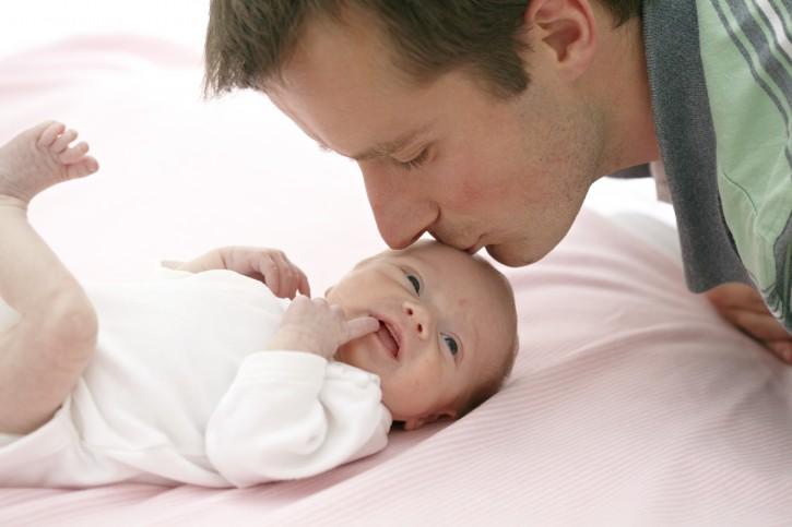 Padre con neonato