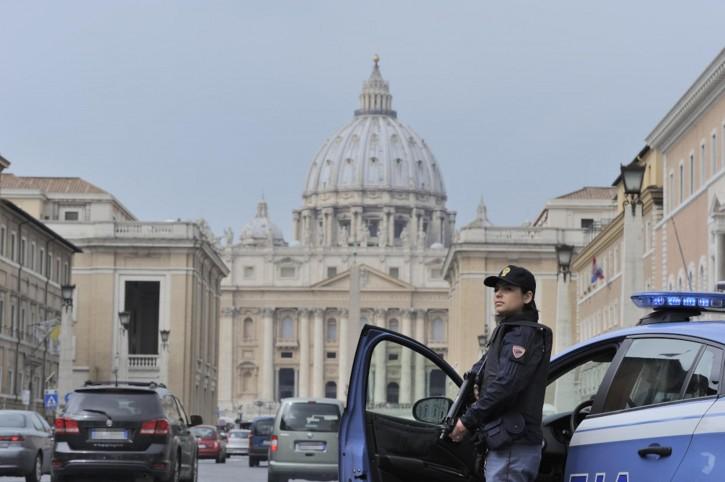 Piazza San Pietro controlli sicurezza