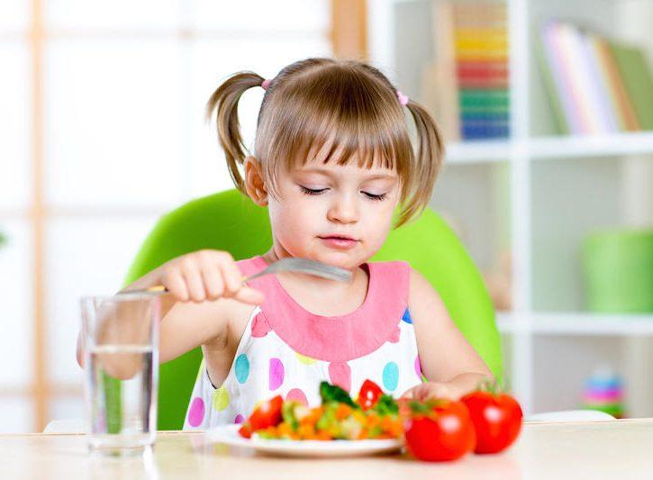 Come tagliare il cibo per prevenire il soffocamento