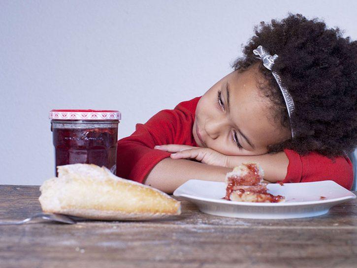 Una delle più grandi sfide dell'educazione è parlare con i propri figli del rapporto con il cibo.