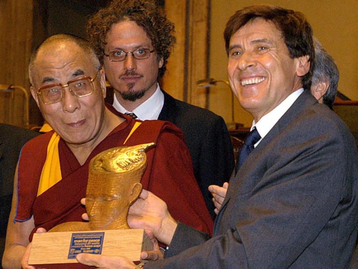 Gianni Morandi Dalai Lama 2010