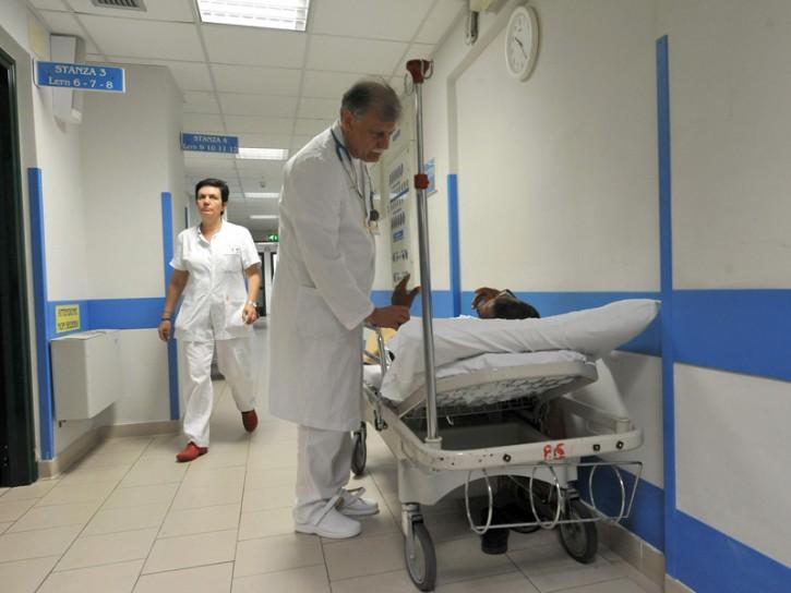 medico ospedale barella